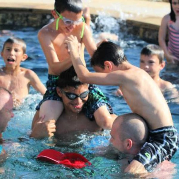 7 Swimming Pool Games for the Entire Family