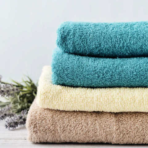 Freshen up old towels when you learn how to soften towels without fabric softener. How to soften towels with these 5 tips. How to remove the mildew smell.
