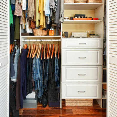 Quick and Easy Organization Ideas that wont' break the bank. These easy home organization ideas will help you get organized quickly and easily.
