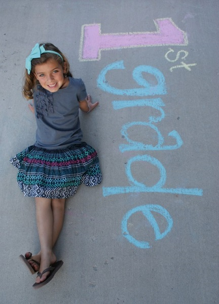 Here are 10 fun first day of school picture ideas. These first day of school picture ideas are perfect for back to school. Try one of them this year!