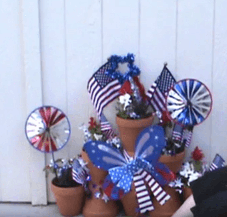 Take a look at these easy 4th of July Front Porch Ideas. Your house will be so festive with these 4th of July front porch decorating ideas. Patriotic front porch ideas for the 4th are simple and easy. Try these 4th of July decorations for the front porch. 12 Easy patriotic decorations for the porch you will love.