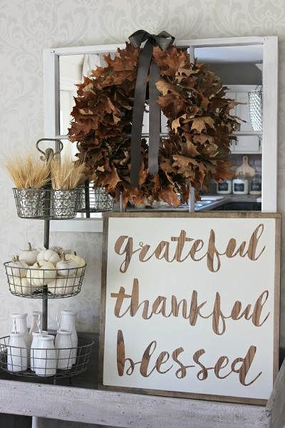 Fall is here and it's time to decorate. Check out these DIY Rustic Fall Decor Ideas. 25 Ideas that will make your home cozy for Fall!