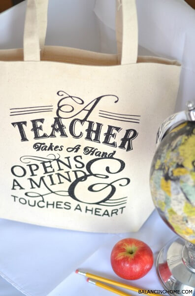 Here are 27 easy back to school teacher gifts. Find the perfect back to school teacher gift ideas here to start the year off right! Everyone will love these first day of school teacher gift ideas.