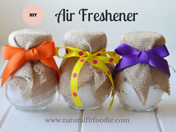 If you're looking for easy ways to make your home and car smell amazing, try one of these DIY Air Fresheners.These ideas are natural and smell wonderful.