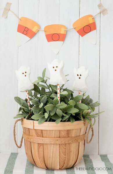 Get ready for Halloween with these spooky and free Halloween printables. 20 printable Halloween decorations that will make any house festive for Halloween! These Halloween printables are sure to impress this Halloween.