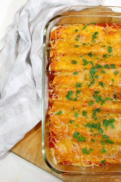 Easy Enchiladas Recipes make the perfect dinner idea any day of the week. We have 18 must try enchiladas recipes that are easy to make and taste amazing.
