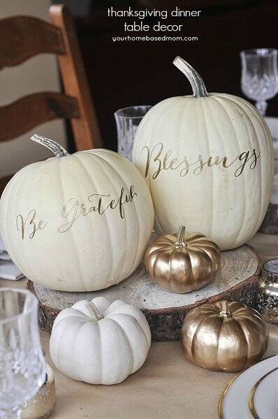 Make your table beautiful with these easy Thanksgiving table decor ideas. 20 Thanksgiving table decorating ideas that are budget friendly and easy to make.