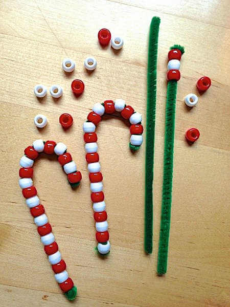 Find Easy Christmas Crafts for kids that are easy to do. They will love these Christmas crafts for kids. 20 Christmas craft ideas for kids that are frugal.