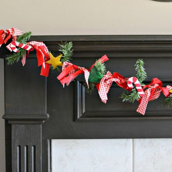 Easy DIY Christmas Garland the Kids Can Make