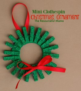 Find Easy Christmas Crafts for kids that are easy to do. They will love these Christmas crafts for kids. 20 Christmas craft ideas for kids that are frugal and great for gifts or ornaments. These fun projects are great for toddlers and older kids too. Perfect for school or for Christmas decorations! #onecrazymom #christmascrafts #kidcrafts