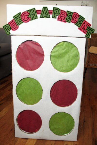 Find Easy Christmas ideas for kids here. 20 Fun Christmas activities from crafts to games that kids will love. Christmas activities to keep them busy.