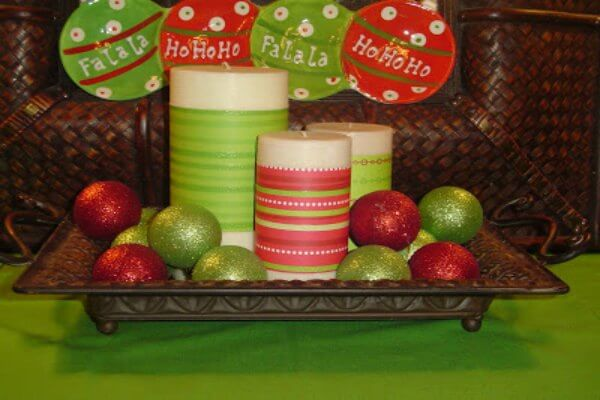 Find Christmas centerpieces that are stunning yet simple to make. 20 Christmas centerpieces ideas to make your home festive. Try DIY Christmas Centerpieces.