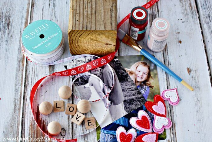 Make this adorable Wooden Photo Block sure to be the perfect gift. You will love how this DIY Photo Block turns out. Make this personalized photo block with just a few supplies.