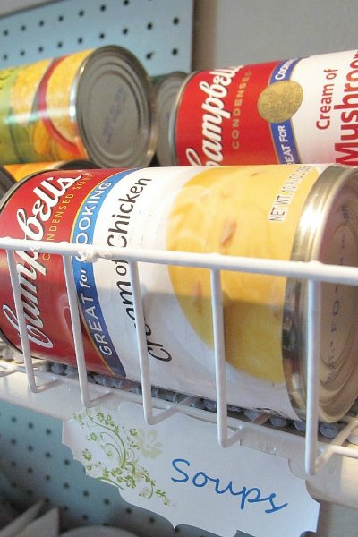You will love these Dollar Store Kitchen Organization ideas! 21 Kitchen Organization hacks to get your kitchen in order for just a $1! You can't beat that!