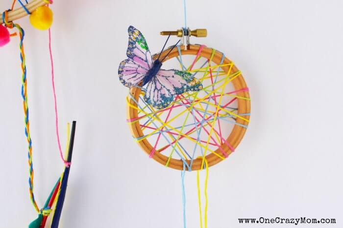 The kids will love this DIY Dream Catcher. Learn how to make a dreamcatcher for kids. You will love these easy to make dream catchers. It's easy to learn How to make a dreamcatcher!