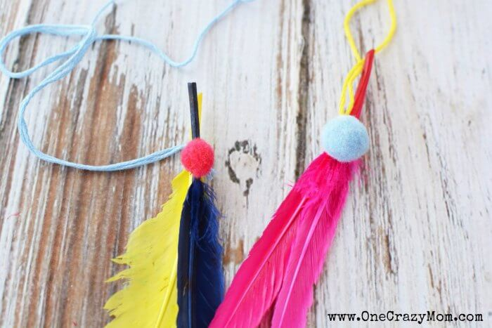 The kids will have a blast learning how to make a dream catcher. Get creative and make a fun and whimsical diy dream catcher today.