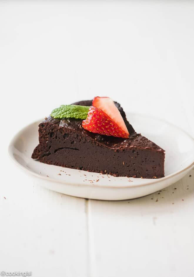 Try these Keto desserts to satisfy your sweet tooth. Keto dessert recipes include ice cream, brownies, cheesecake, fat bombs and more! Try easy keto desserts that are simple and delicious!