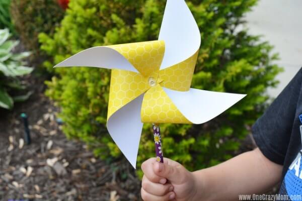 Learn how to make paper pinwheels. It's so easy to make paper pinwheels. Once you know how to make a paper pinwheel, it's very simple. Try this fun paper pinwheels DIY!