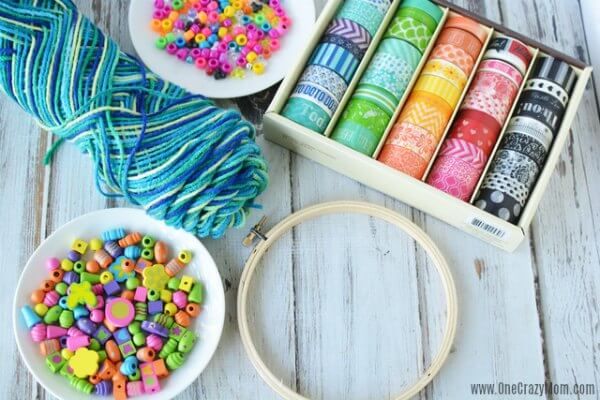 DIY wind chimes are really simple to make. Learn how to make wind chimes. It's so simple and easy. Everyone will have a blast making these pretty wind chimes.