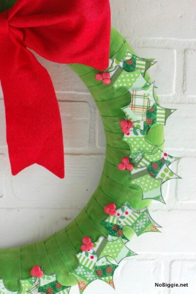Make your home festive with these easy Christmas wreath decorating ideas. Find 15 DIY Christmas wreath ideas sure to make your home festive for Christmas.