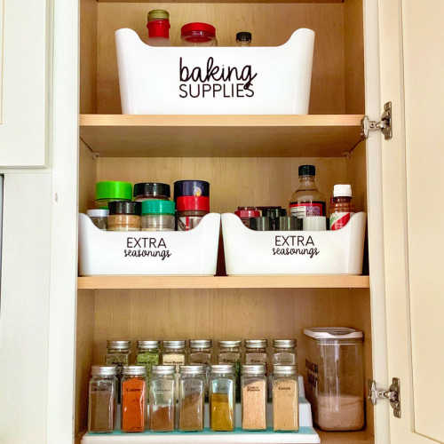 If you are overwhelmed with your spice cabinet, learn the best way to organize spices. Find 15+ ways to organize spices that will keep everything in order.
