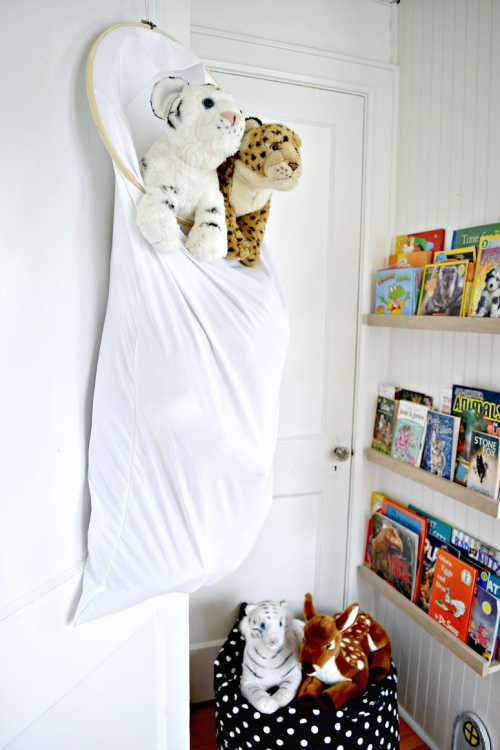 It is so easy to get overwhelmed with stuffed animals taking over your house. Learn these brilliantStuffed Animal Storage Ideas to regain order.