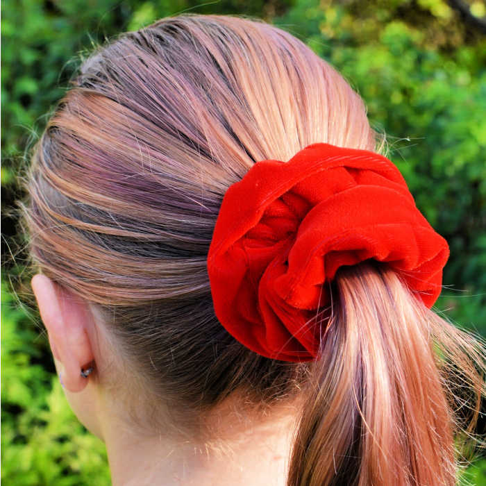 DIY Velvet Scrunchies are so fun to make and cute to wear. Learn how to make a diy scrunchie with this easy tutorial. How to make a scrunchie out of velvet.