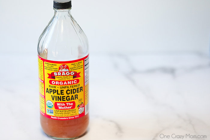 There are so many Braggs apple cider vinegar uses and the options are endless. It can be used for cleaning, health benefits, gardening and more.