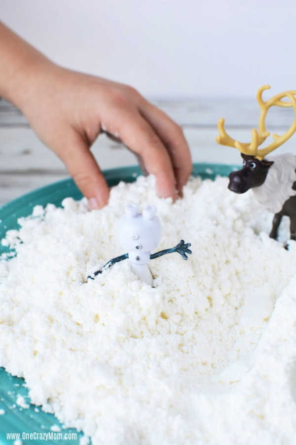 We are going to show you how to make fake snow with just 2 simple ingredients. This DIY Snow comes together in minutes but provides hours of fun!