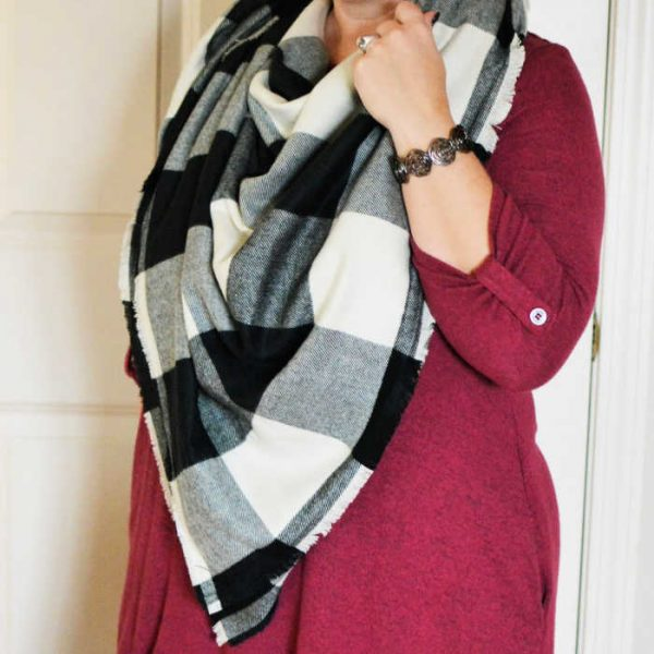 DIY No sew blanket scarf