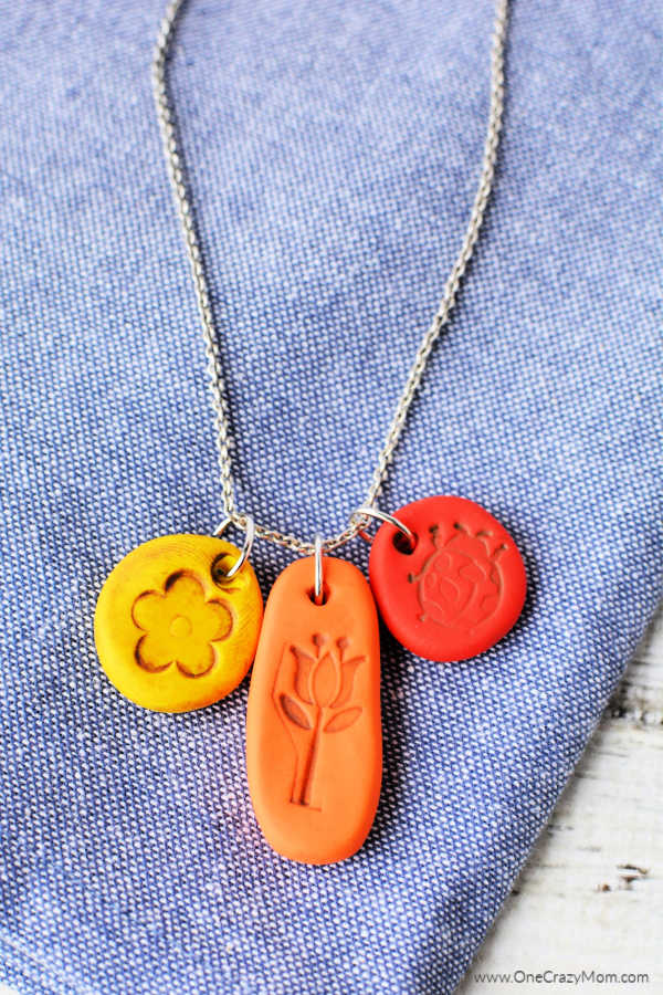 We have even more fun and easy Polymer Clay Jewelry ideas to try. Learn how to make a polymer clay necklace that is so fun and really pretty.