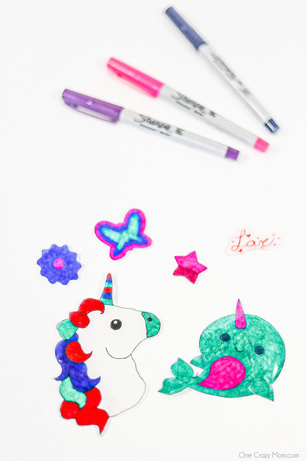 Learn how to make shrinky dinks today for a fun activity the kiddos will love. Get creative and make lots of fun designs with these homemade shrinky dinks.