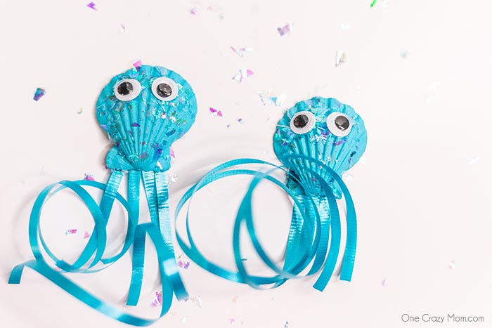 This DIY Jellyfish Seashell Craft is the perfect craft to do during the summer. Keep the kiddos busy with this inexpensive and simple seashell craft.