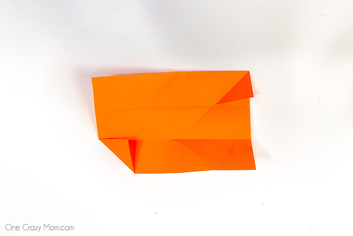Grab some paper and learn how to make this easy origami cube. This is a simple but fun activity perfect to keep the kids busy while having a blast.