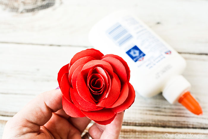 Paper flowers are so fun and perfect for baby showers, decor and much more. Learn how to make paper flowers in just a few easy steps. These are so simple.